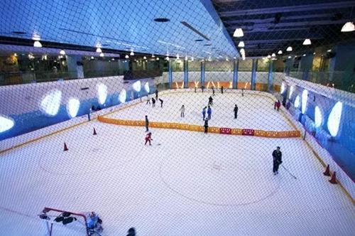 室内溜冰场吧台
